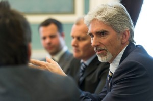 Damon Hill talks money and F1.