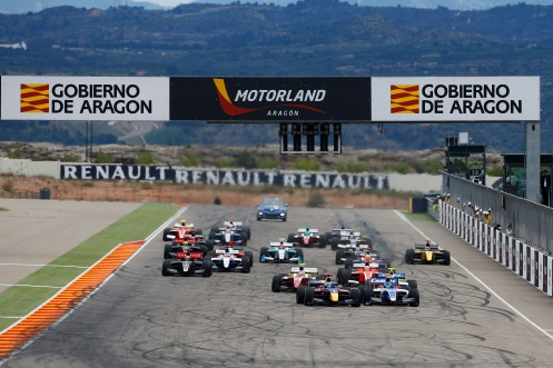 Sainz Jr (1) edges Martsenko to lead into turn one. © WSR (Florent Gooden / DPPI).