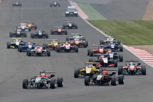 Fuoco leads the field at the start. © FIA.