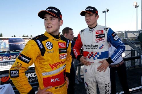 Tom Blomqvist (left) with Carlin stablemate Jake Dennis. © FIA F3 Media Service.