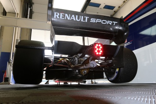 Tyre changes ahead for Formula Renault. © Renault Sport Media.