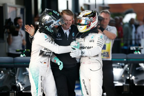 Rosberg (left) congratulates Hamilton. © MERCEDES AMG PETRONAS.