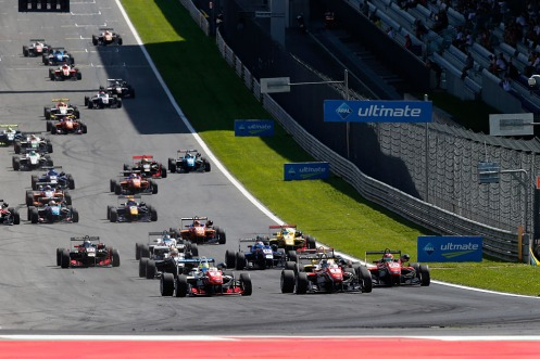 Dennis edged to the inside of Rosenqvist in turn one to lead. © FIA Formula 3 Media Services