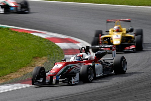 Rosenqvist won to close on Giovinazzi in the points standings. © FIA F3 Media Services.